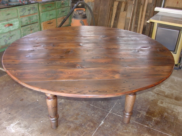 Eastern White Pine 6ft Round Rustic Dining Table With Hand Turned Legs